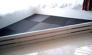 炭フローリング畳三角形