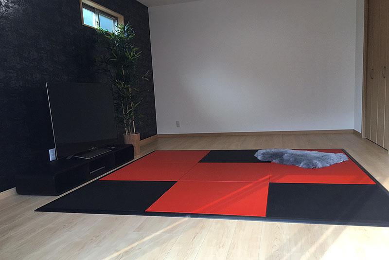 炭フローリング畳と弁柄色の赤い畳と畳枠