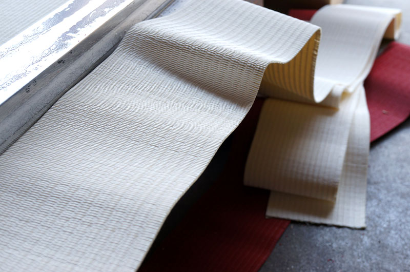 赤い畳と白い畳表