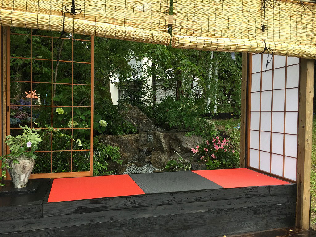 炭フローリング畳と赤い畳高取造園