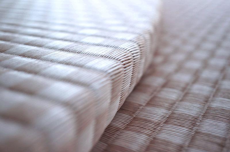 扇形に制作したユニット畳 セキスイ 美草 市松 ピンク畳の厚み3cm