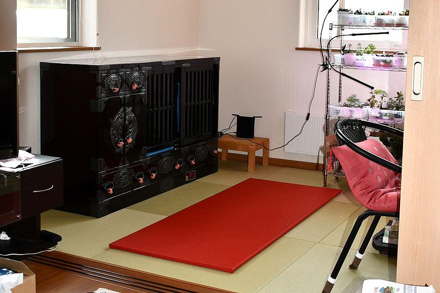 木地呂 総漆の水屋箪笥を乗せる前の畳