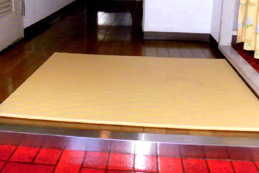 玄関の上り框に置き畳