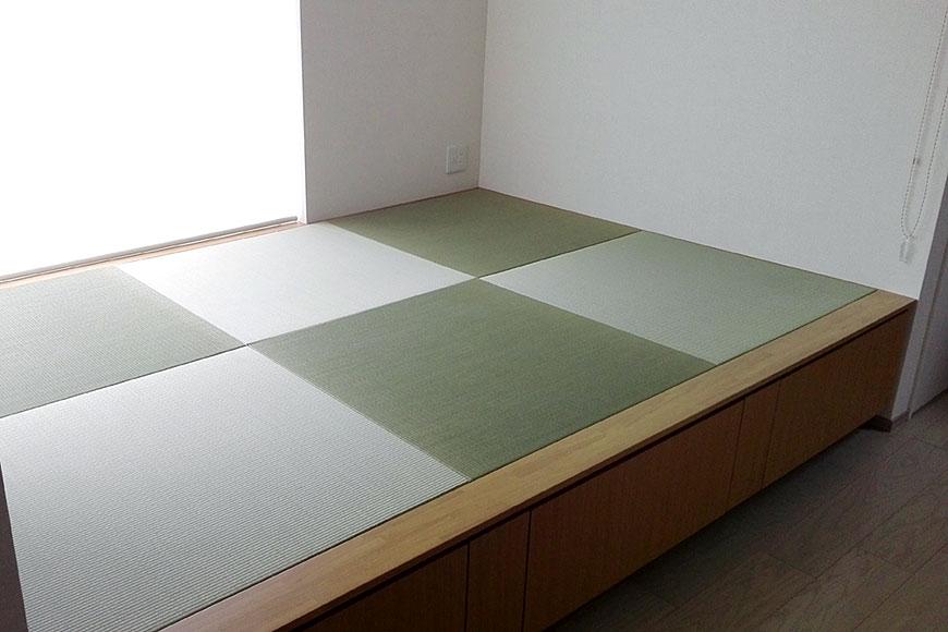 リフォームしてリビングに設けた三帖の小上がりに畳を設置:国産置き畳