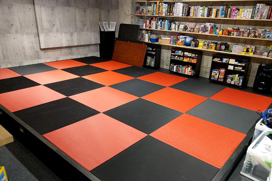 赤い畳と黒い畳を納品
